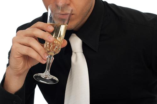 От чего женский алкоголизм